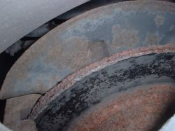 Brake disc heavily pitted by corrosion.. > Small image (250 x 188)